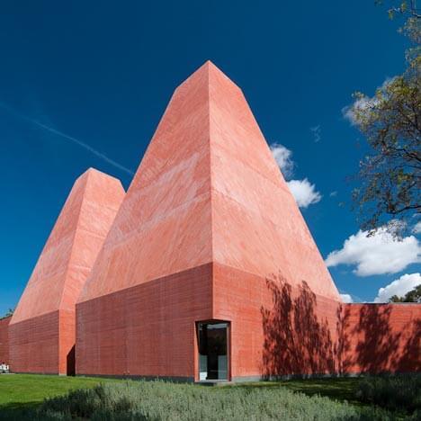 Souto Moura recebe prémio de carreira da Bienal Ibero-Americana