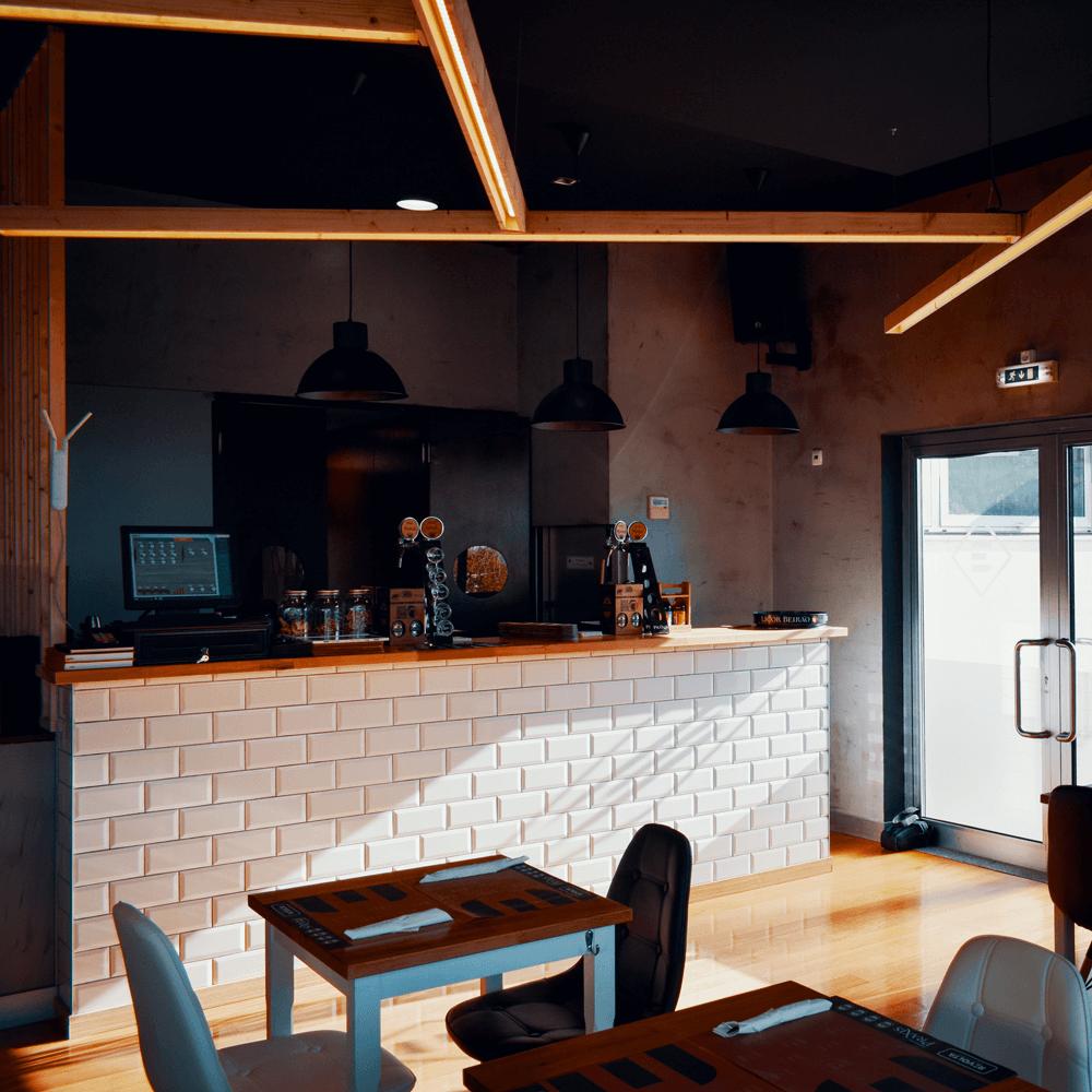 REVOLTA | Hamburgueria & Cervejaria Artesanal