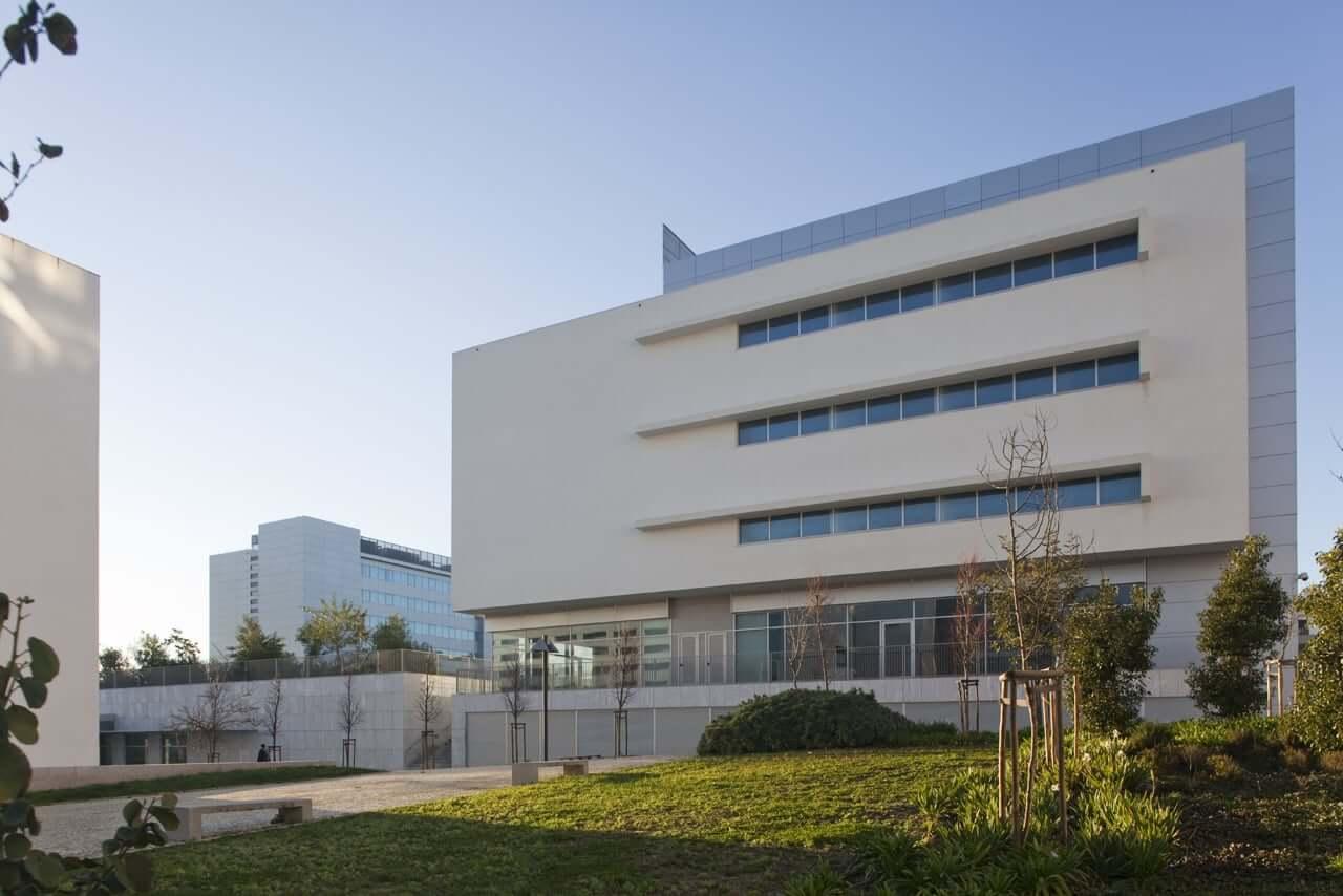 Centro Cívico do Pragal e Almada Business Hotel
