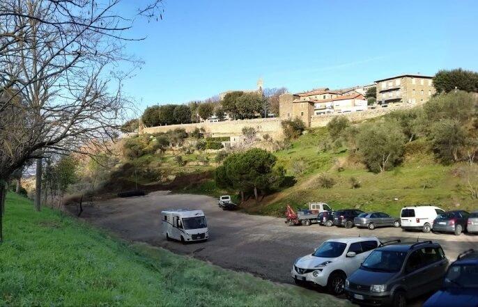 Centro escolar e cívico em Montalcino . Itália