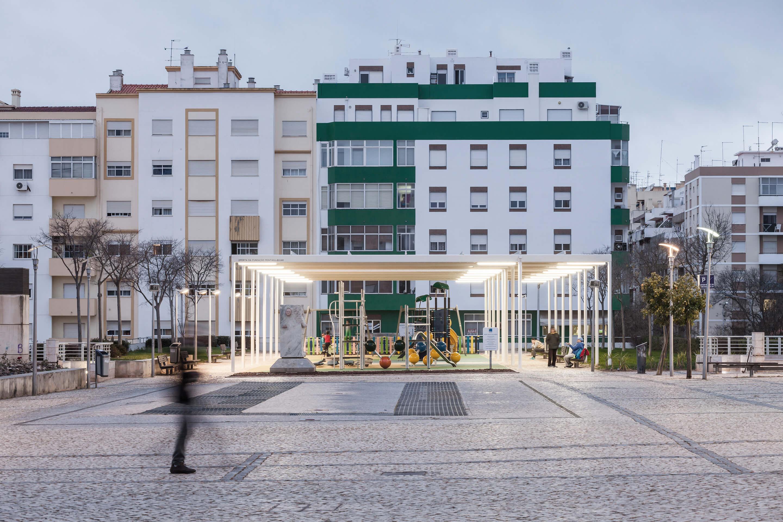 Colectivo Cais / Cobertura República / Portimão, Portugal / 2016