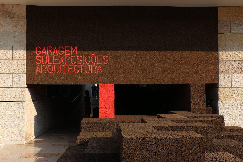 """Atelier Barbas Lopes inaugura instalação de arquitetura """"Jardins de Pedra"""" no CCB"""