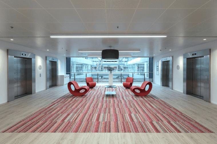 Tetos Armstrong para criar edifícios mais sustentáveis