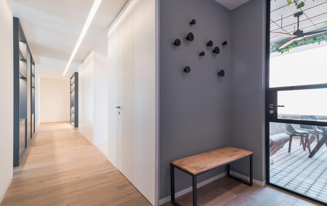 Uma casa suportada por estantes