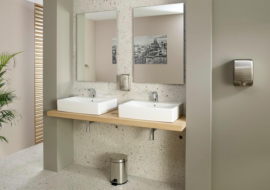 Public: resistência e funcionalidade para espaços de banho públicos