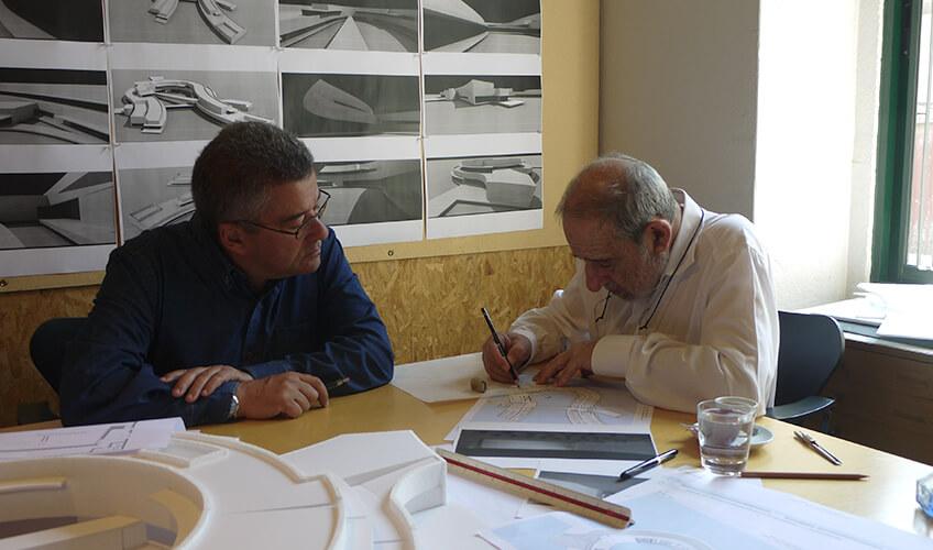 Álvaro Siza e Carlos Castanheira entregam acervo a Serralves e conversam sobre a Ásia