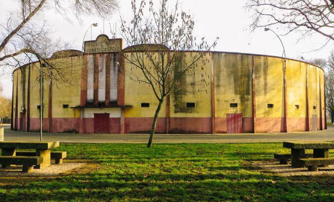 Aberto novo concurso para reconverter praça de touros de Viana em complexo desportivo