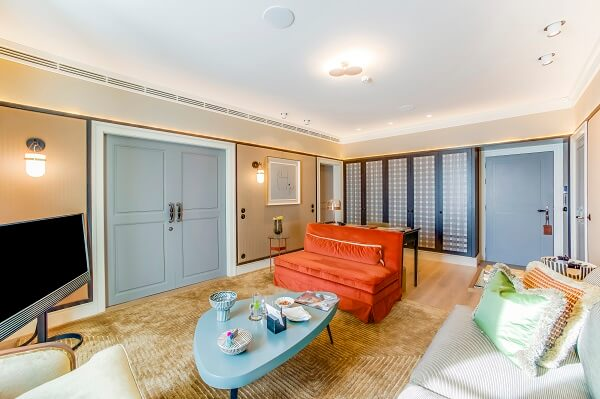 Portas Vicaima refletem espírito icónico do Bairro Alto Hotel