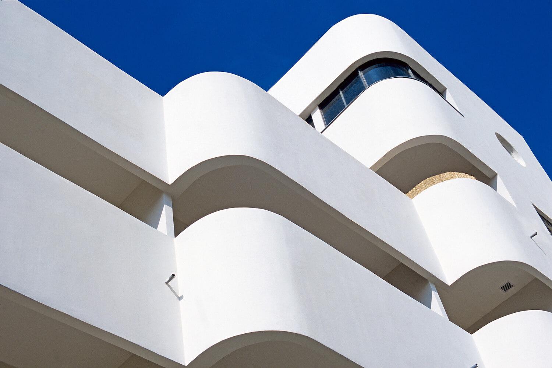 """Exposição """"Yigal Gawze. Form and Light – Fotografias da arquitetura Bauhaus em Tel Aviv"""""""
