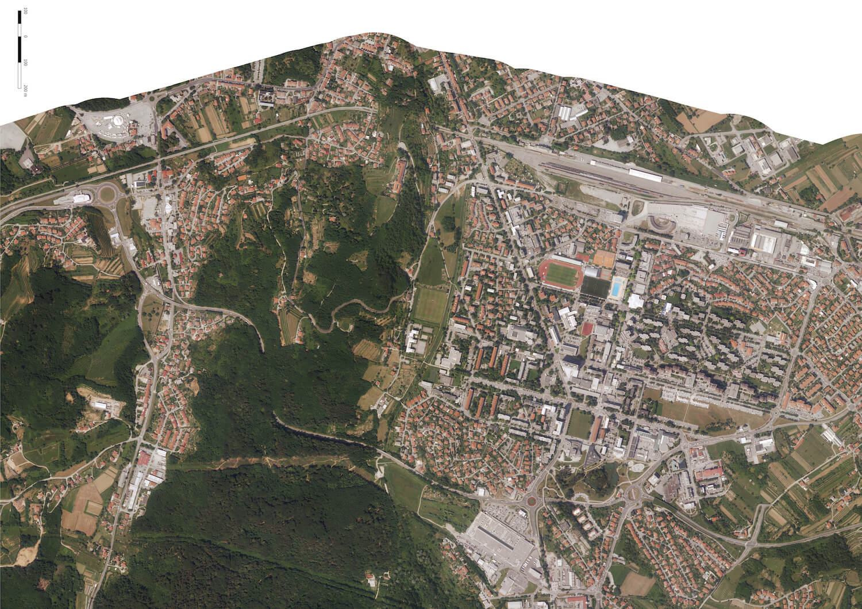 Praça e Centro Cultural na fronteira entre Itália e Eslovénia