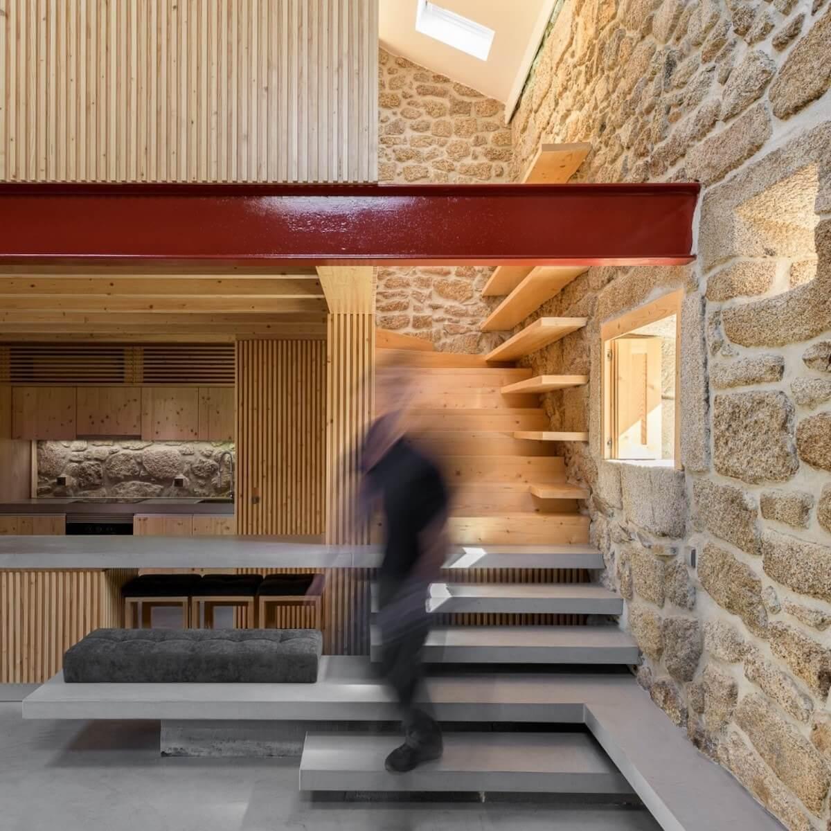 Arquitetura: Henrique Barros-Gomes Architects .  Projeto: Rural House in Portugal .  Fotografia: ©Ricardo Oliveira Alves