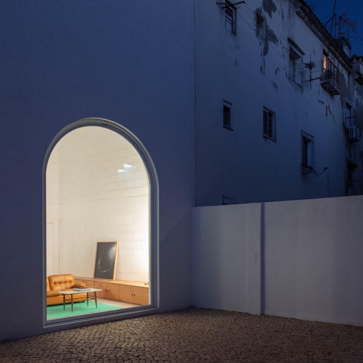 Arquitetura: Daniel Zamarbide .  Projeto: Dodged House .  Fotografia: ©Dylan Perrenoud