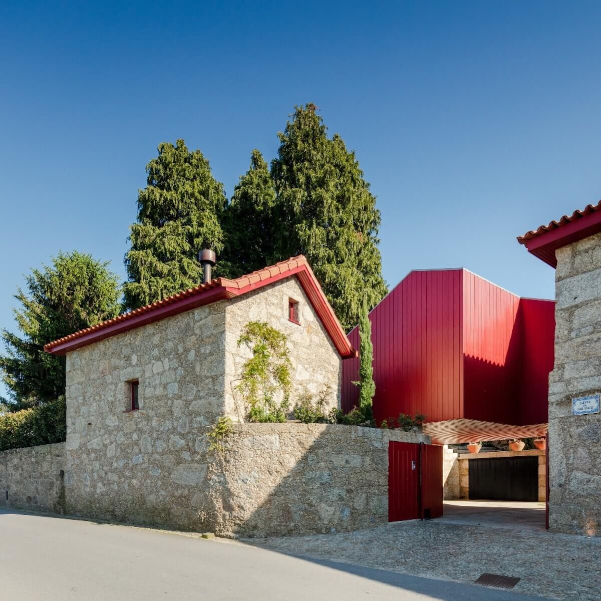 Arquitetura: NOARQ .  Projeto: QST house .  Fotografia: ©João Morgado