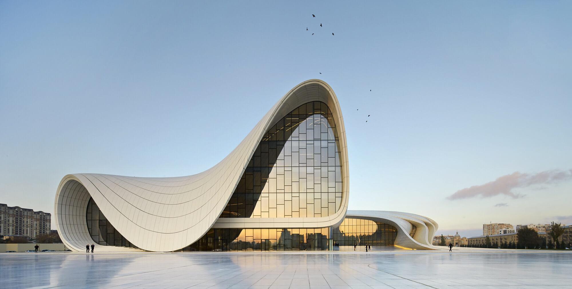 Zaha Hadid (1950-2016): O poder transformador da arquiteta na profissão e na arquitetura