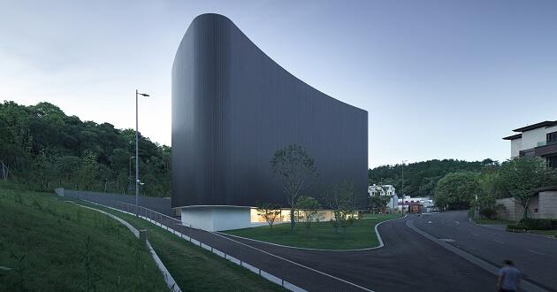 Álvaro Siza Vieira e Carlos Castanheira inauguram Museu na China