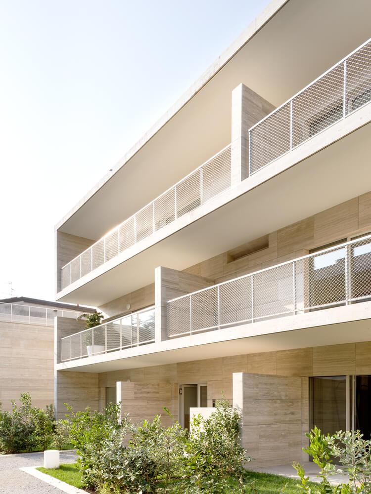 Complexo Residencial em Gallarate . Álvaro Siza + COR Arquitectos . Créditos © Francesca Lóvene - Fondaco Studio