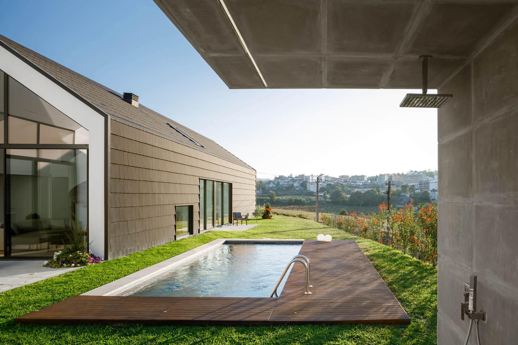 Casa em St Tirso do atelier de arquitectura Hous3 e com fotografias do fotógrafo Ivo Tavares studio
