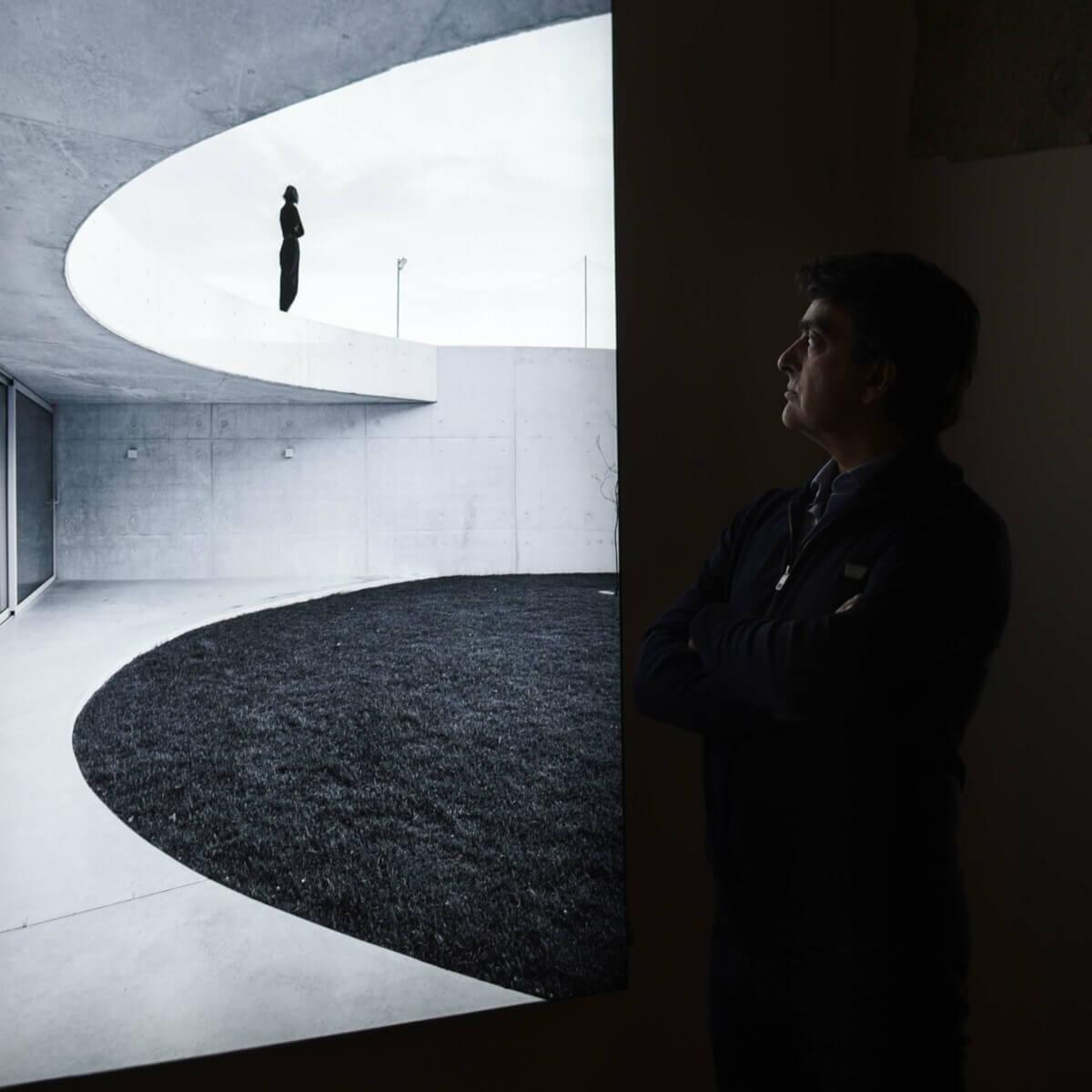 Carvalho Araújo: Para lá do desenho e da forma…