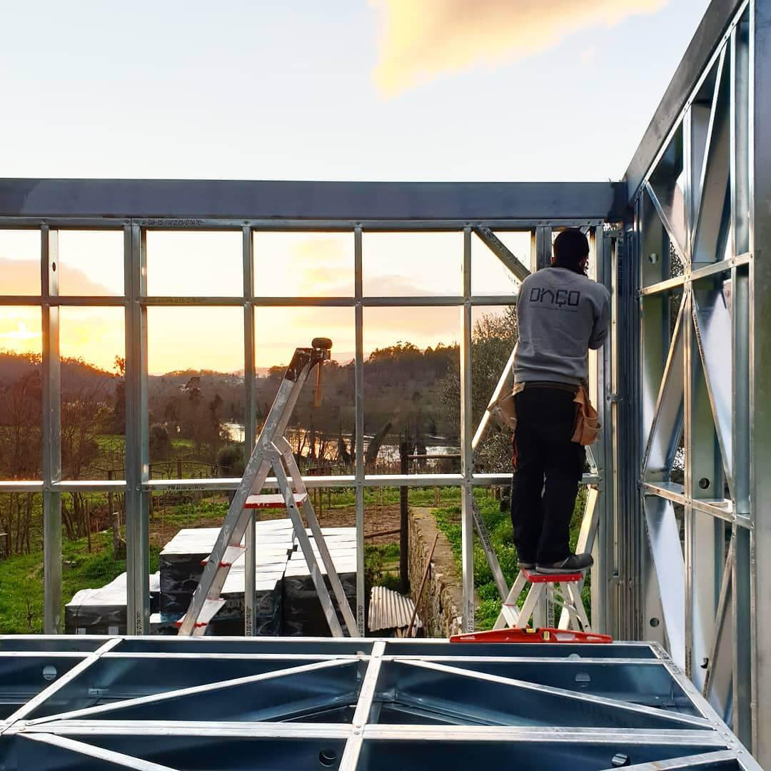 """Dupla de jovens projecta casas sustentáveis que se """"montam como legos"""""""
