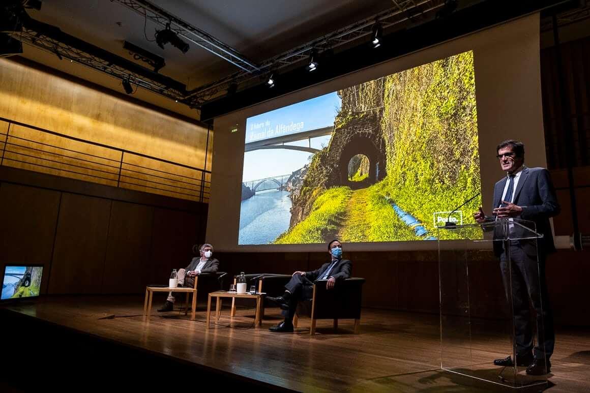 Ramal da Alfândega do Porto: solução mista entre transporte coletivo e uso para lazer