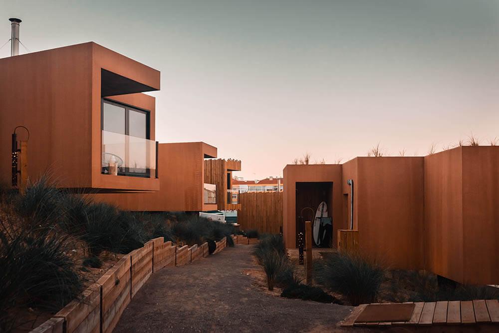 Prémio Edificação Nova -  Hospedagem Noah Surf House em Santa Cruz . Autor do projeto: Alexandra Luísa Severino de Almeida e Paiva