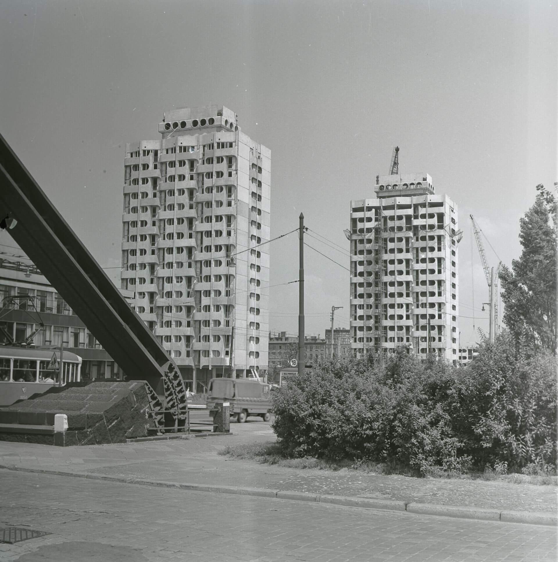 4.Budowa zespołu mieszkaniowego, plac Grunwaldzki, 1969-75 (projekt 1963-69), fot. Zbigniew Nowak, 1972, zbiory: Ośrodek Pamięć i Przyszłość